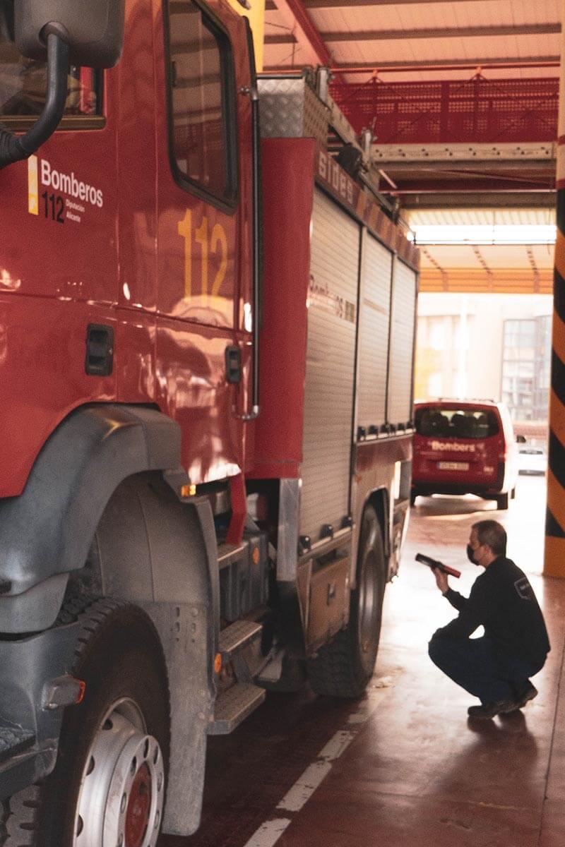 mantenimiento-mecánico-camión